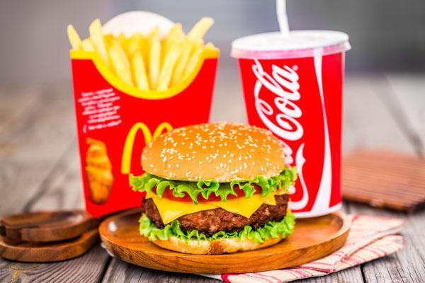 如果您的预算为20-50万左右,汉堡行业的麦当劳宅急送加盟真是一个好选择! 第2张